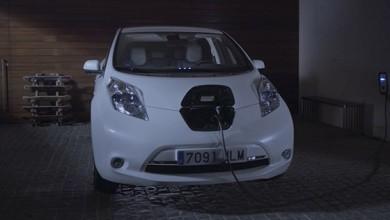Nissan Leaf – Andrés Iniesta, carga fácil